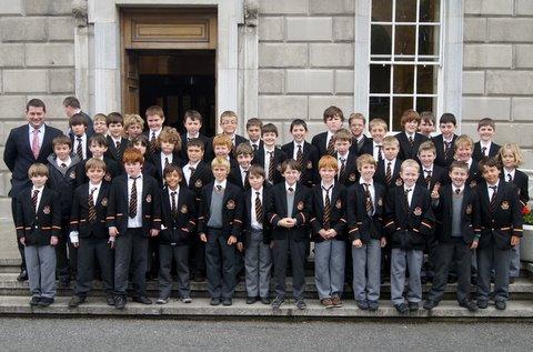 Mr Dara Murphy TD outside Dáil Éireann with Third and Fourth Class